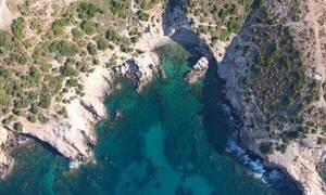 Τσίου: Η παραδεισένια παραλία κοντά στο Λαύριο (vid)