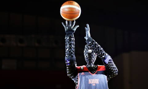 Έτοιμο για NBA: Ρομπότ βάζει 2.020 καλάθια στη σειρά και κάνει παγκόσμιο ρεκόρ (vid+pics)