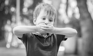 """Τα 10 """"ύποπτα"""" σημάδια για τον αυτισμό (vid)"""