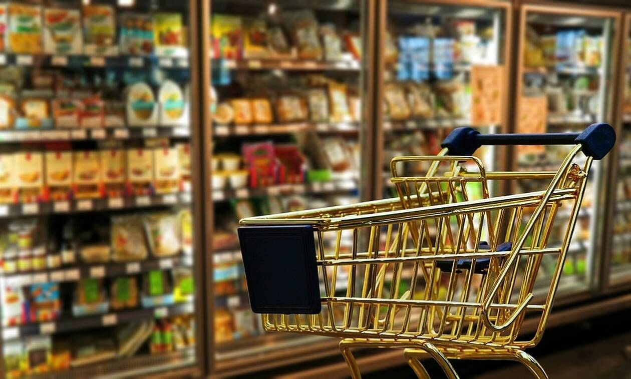 Τρόμος σε μίνι μάρκετ: Του φάνηκαν υψηλές οι τιμές - Η απίστευτη αντίδρασή του (vid)