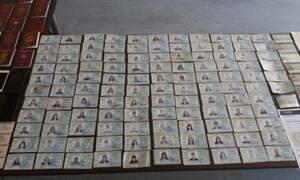 Χειροπέδες σε ζευγάρι που είχε στήσει εργαστήριο πλαστών διαβατηρίων