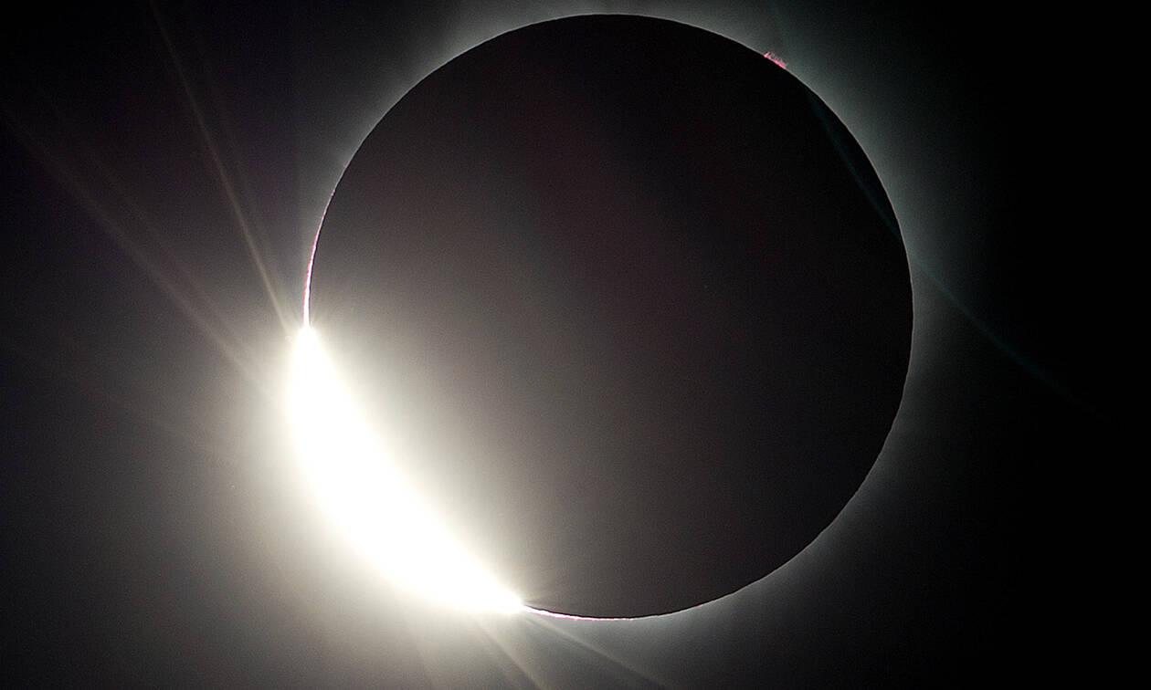 Ολική έκλειψη Ηλίου αύριο Τρίτη - Πού θα είναι ορατή
