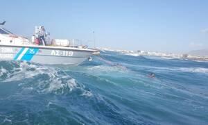 Ηράκλειο: Παρολίγο τραγωδία σε παραλία - Κινδύνευσαν 3 ενήλικοι και ένα 7χρονο κοριτσάκι