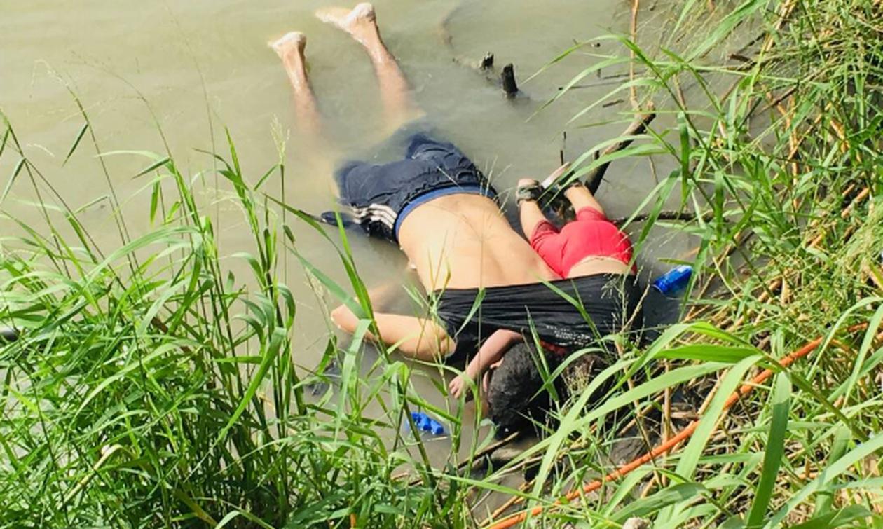 Κηδεύτηκαν ο μετανάστης πατέρας και η μικρή του κόρη που πνίγηκαν στον Ρίο Μπράβο