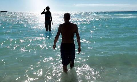 Έτσι θα καταλάβετε αν η θάλασσα που κολυμπάτε είναι βρόμικη (pics+vid)
