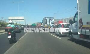 «Κόλαση» στην Εθνική Αθηνών – Λαμίας: Αυτοκίνητο πήρε φωτιά