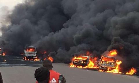 Ασύλληπτη τραγωδία: Πήγαν να κλέψουν βενζίνη και κάηκαν ζωντανοί – 50 νεκροί (pics)