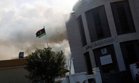 Μακελειό στη Λιβύη: Δεκάδες νεκροί από βομβαρδισμό σε κέντρο κράτησης προσφύγων και μεταναστών