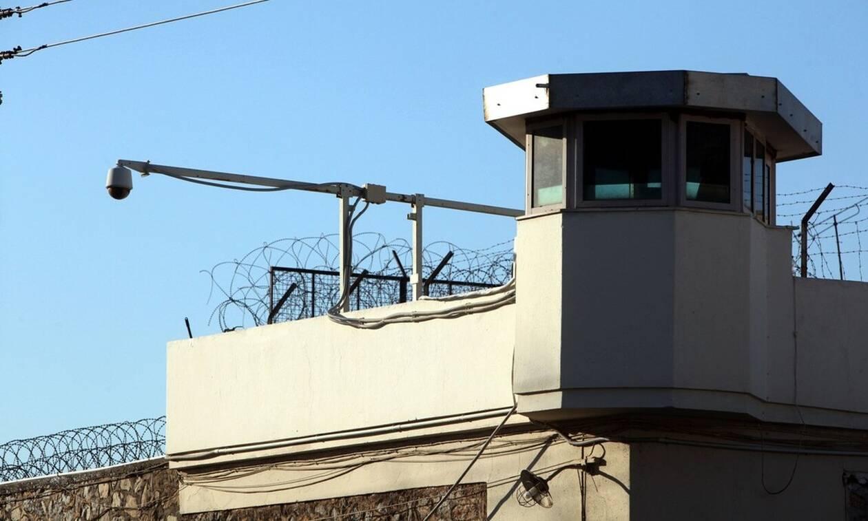 Αποφυλάκιση διεκδικούν τέσσερα μέλη των Πυρήνων της Φωτιάς με βάση τον νόμο Παρασκευόπουλου