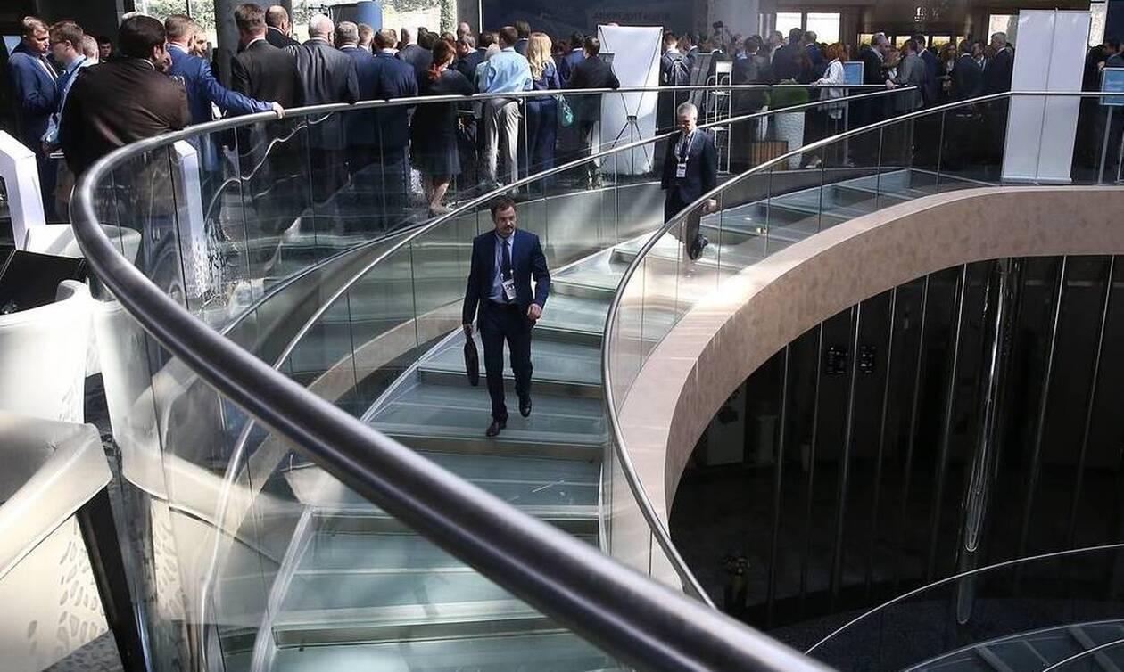 Активность в сфере услуг в России сократилась впервые с января 2016 года