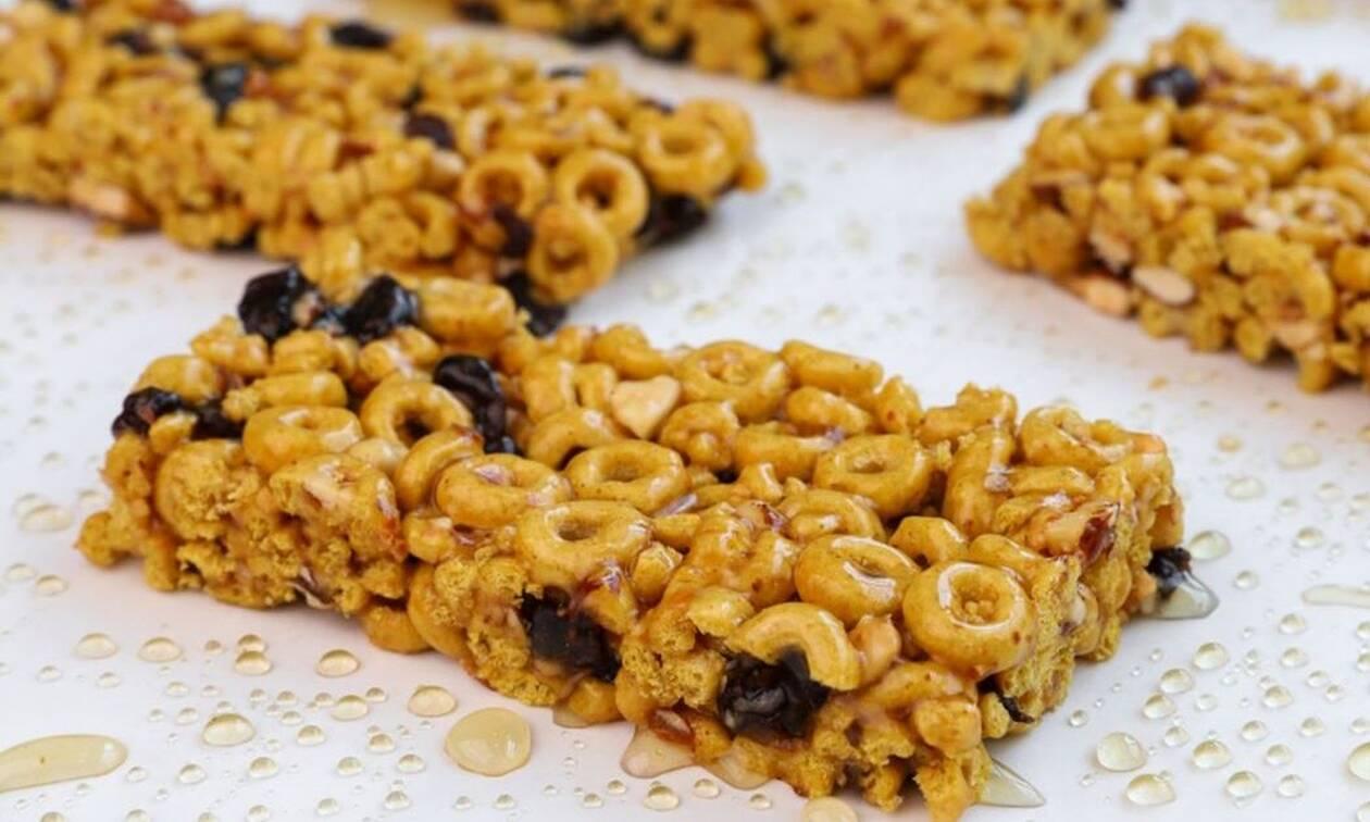 Η συνταγή της ημέρας: Μπάρες με δημητριακά και μέλι