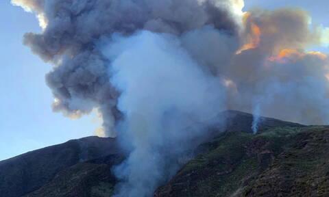 Τρόμος στην Ιταλία: «Ξύπνησε» το ηφαίστειο Στρόμπολι – Ένας νεκρός τουρίστας (pics+vids)