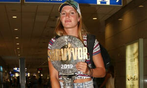 Survivor: Η Δαλάκα επέστρεψε με το τρόπαιο αγκαλιά και δε φαντάζεστε ποιος την υποδέχτηκε (Photos)