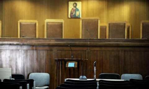 Αιγάλεω: Στη φυλακή η 51χρονη για τη δολοφονία του σωματοφύλακα - Ξέσπασε στο άκουσμα της απόφασης