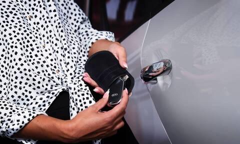 H Kia πουλά μίνι κλωβό Faraday για τα κλειδιά των αυτοκινήτων της