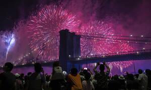 Οι Ηνωμένες Πολιτείες γιόρτασαν και... η νύχτα έγινε μέρα - Δείτε τις φωτογραφίες