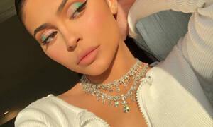 Το νέο makeup trend έχει κάτι από ουράνιο τόξο