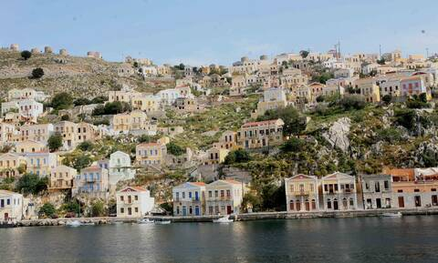 Ποιος πασίγνωστος τραγουδιστής κάνει διακοπές στο Αιγαίο (pics)