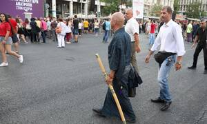 «Πανικός» στο Σύνταγμα: Είδαν έναν... «σαμουράι» με σπαθί (pics)