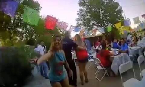 Η απίστευτη αντίδραση αστυνομικών όταν τους κάλεσαν να διαλύσουν ένα πάρτι (vid)