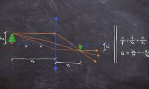 Εκεί που… απέτυχε ο Νεύτωνας: Φοιτητής έλυσε πρόβλημα φυσικής δύο χιλιετιών