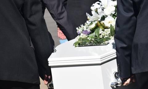 ΣΟΚ σε κηδεία: Ετοιμάζονταν να τον θάψουν όταν ξαφνικά είδαν..
