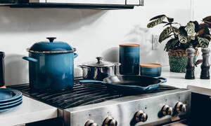 Πώς θα καθαρίσεις τον φούρνο σου με αυτήν τη φυσική συνταγή