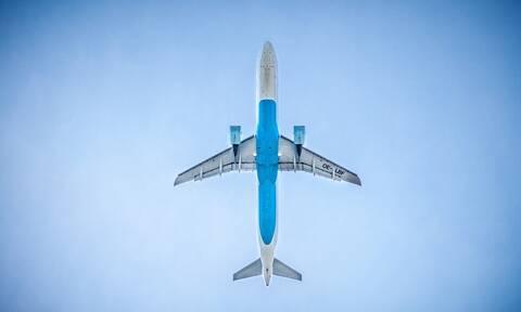 Ένα ολόκληρο αεροπλάνο σε ΣΟΚ με αυτό που έκανε επιβάτης (pics)