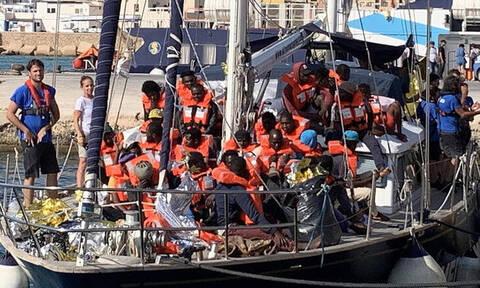 Απειλές Σαλβίνι σε πλοίο διάσωσης μεταναστών που έδεσε στη Λαμπεντούζα παρά την απαγόρευση