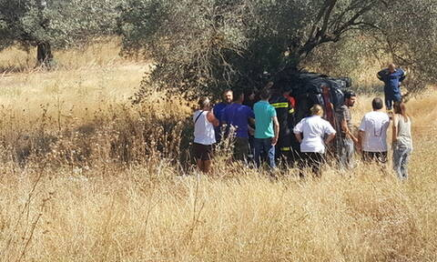 Ξέφυγε της πορείας του και καρφώθηκε σε δέντρο: Νεκρός οδηγός στη Ρόδο