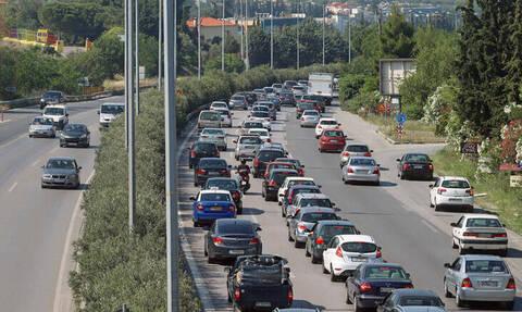 Κίνηση στους δρόμους: Ταλαιπωρία για χιλιάδες οδηγούς - Τεράστιες ουρές στην Αθηνών - Κορίνθου