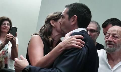 Εκλογές 2019: Το φιλί της Μπέτυς Μπαζιάνα στον Αλέξη Τσίπρα