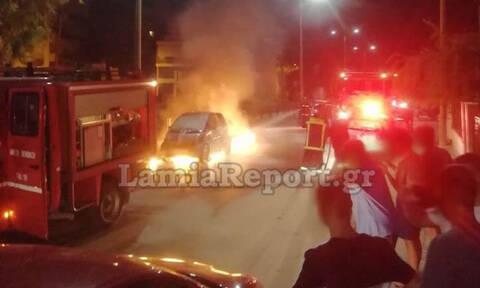 Συγκλονιστικές εικόνες στη Λαμία: Αυτοκίνητο φλέγεται στη μέση του δρόμου (pics&vid)