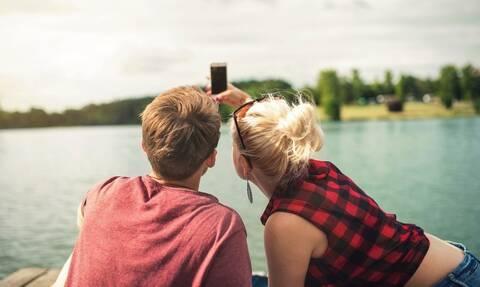 Απίστευτο: Μια σέλφι κατέστρεψε τις διακοπές νεαρού ζευγαριού – Σοκαρισμένοι οι γονείς τους (pics)