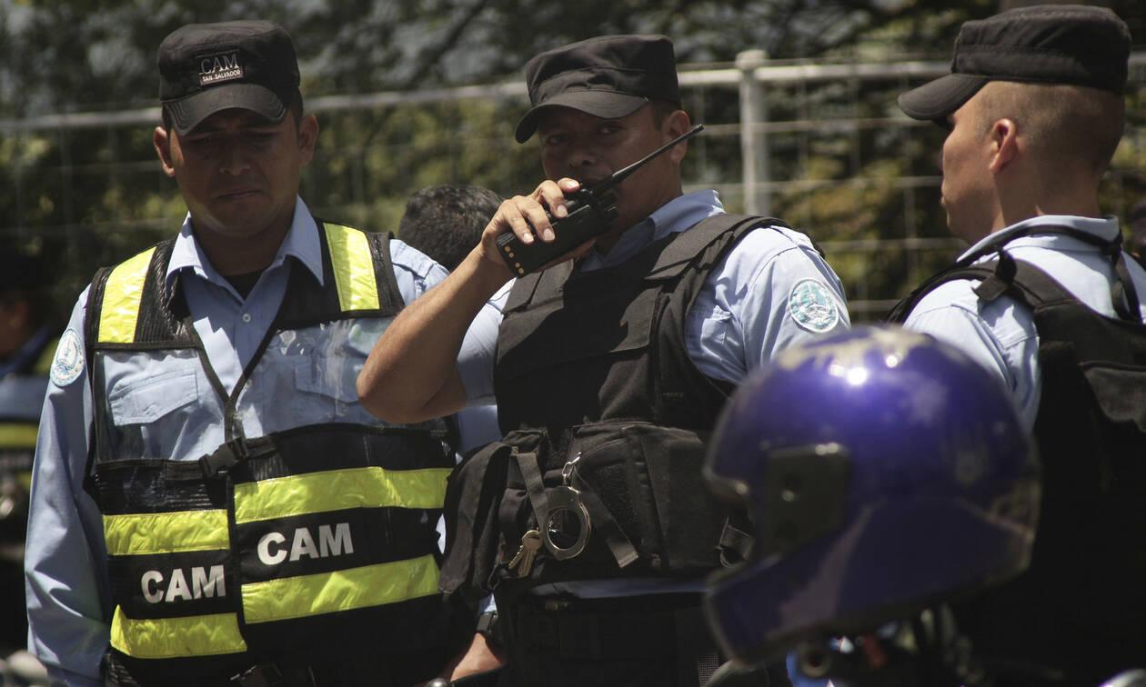 Φρίκη στο Ελ Σαλβαδόρ: Εντοπίστηκε ομαδικός τάφος με 11 πτώματα – Τι λένε οι Αρχές