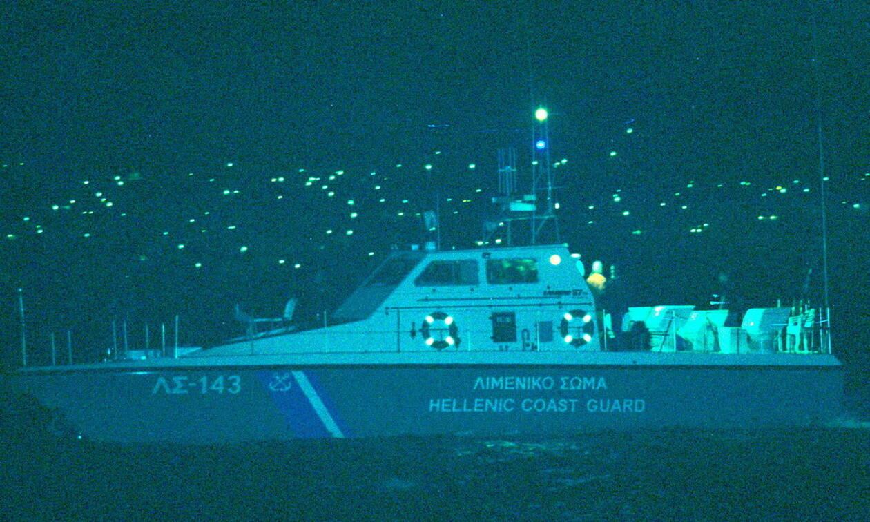 Σύρος: Σκάφος με έξι μετανάστες πλέει ακυβέρνητο βόρεια του νησιού