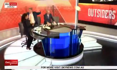 Εκπομπή στην Αυστραλία γιορτάζει την εκλογή Μητσοτάκη με χορό και σπάζοντας πιάτα (video)