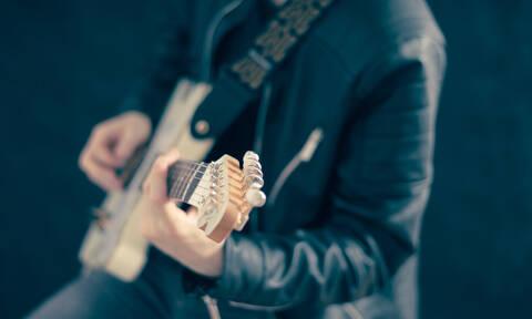 Μέγα σκάνδαλο: Διάσημος τραγουδιστής έκανε τεστ πατρότητας – Η μεγάλη αποκάλυψη (pics)