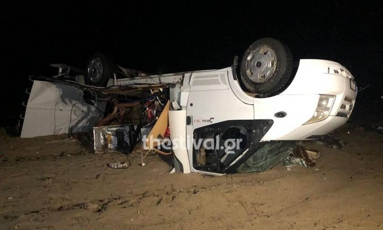 Κακοκαιρία - Νεκροί Χαλκιδική: Φωτογραφίες ΣΟΚ από το μοιραίο τροχόσπιτο (pics-vid)
