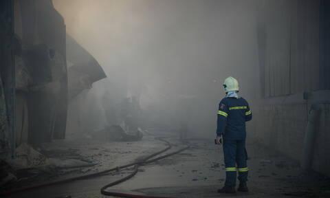 Αττική: Φωτιά σε αποθήκες στον Ταύρο