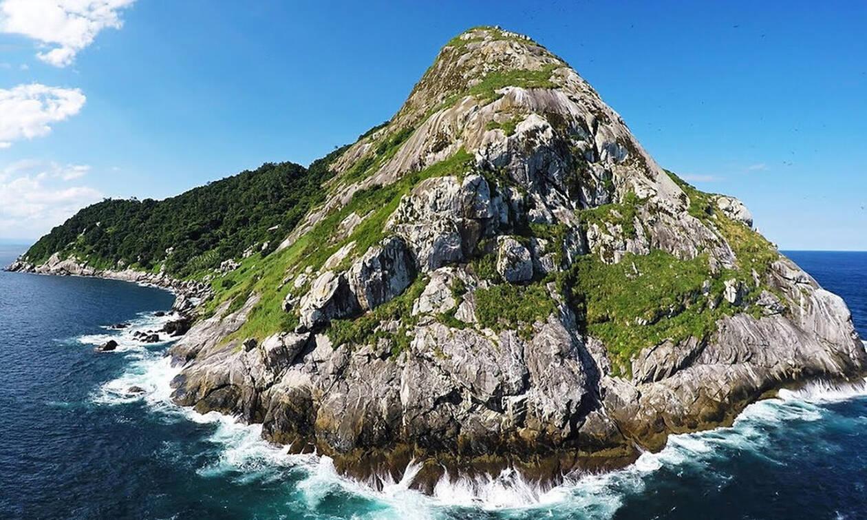 Ανατριχίλα: Yπάρχει λόγος που κανείς δεν πλησιάζει αυτό το νησί! (pics+vid)