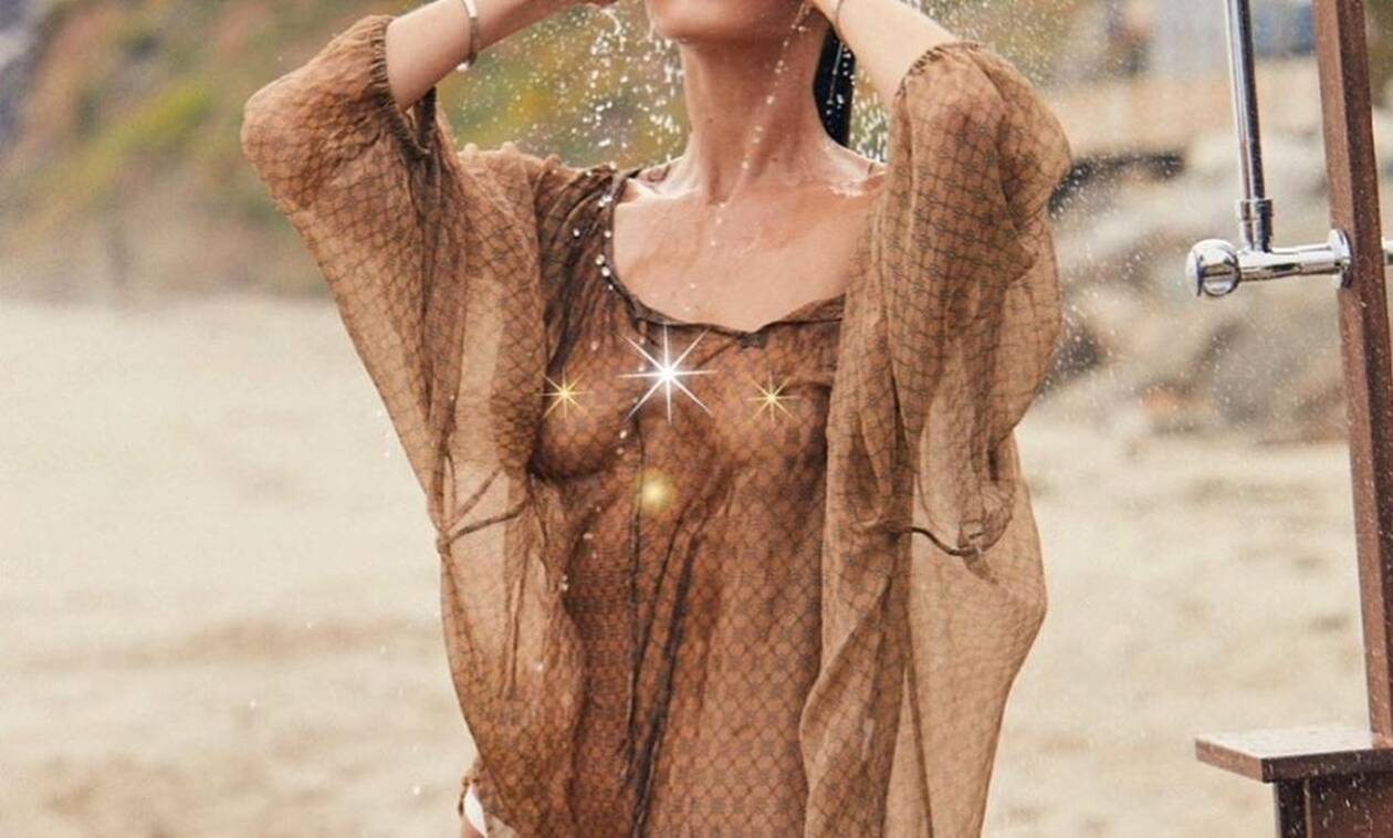 Διάσημο μοντέλο κολάζει με διάφανο φόρεμα κάτω από το ντουζ! (pics)