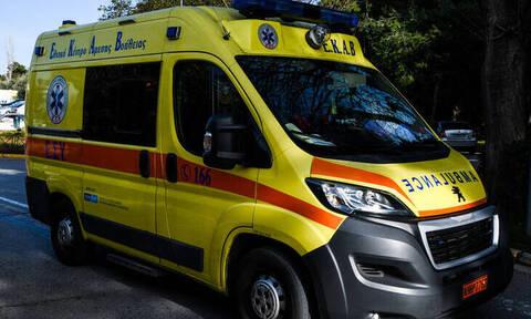 Κάλυμνος: Κλείδωσε το 5χρονο παιδί της στο αυτοκίνητο - Έσπασαν το παρμπρίζ για να το σώσουν