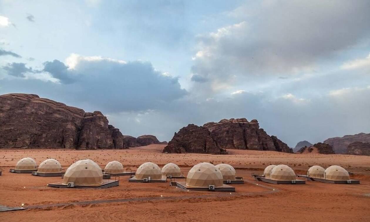 Αυτό είναι το τουριστικό θέρετρο που σε προετοιμάζει για τη ζωή… στον Άρη (pics)
