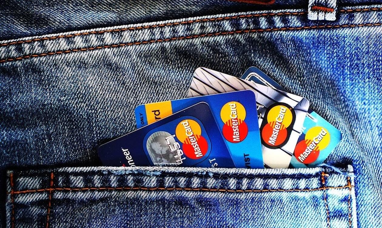 Αγορές με κάρτα; Ποιες είναι οι αλλαγές - Από πότε θα εφαρμοστούν