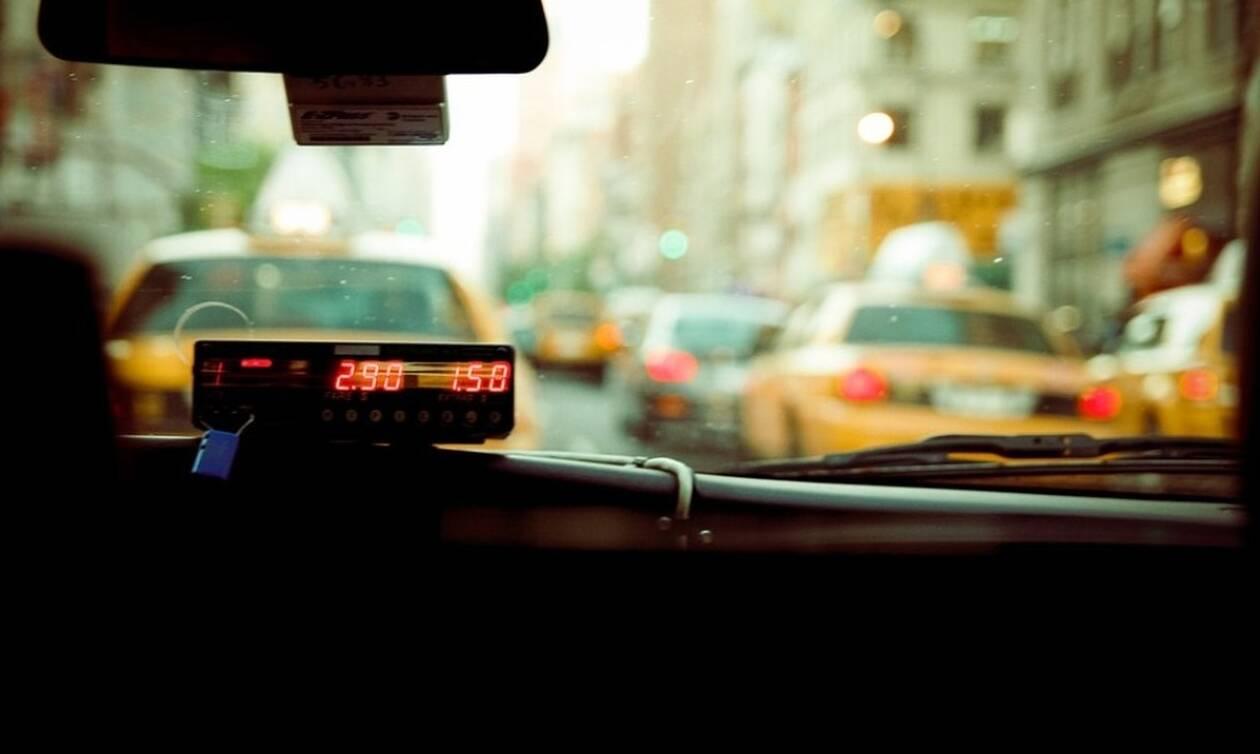 Ταξί «καρφώθηκε» σε εστιατόριο - Οκτώ τραυματίες