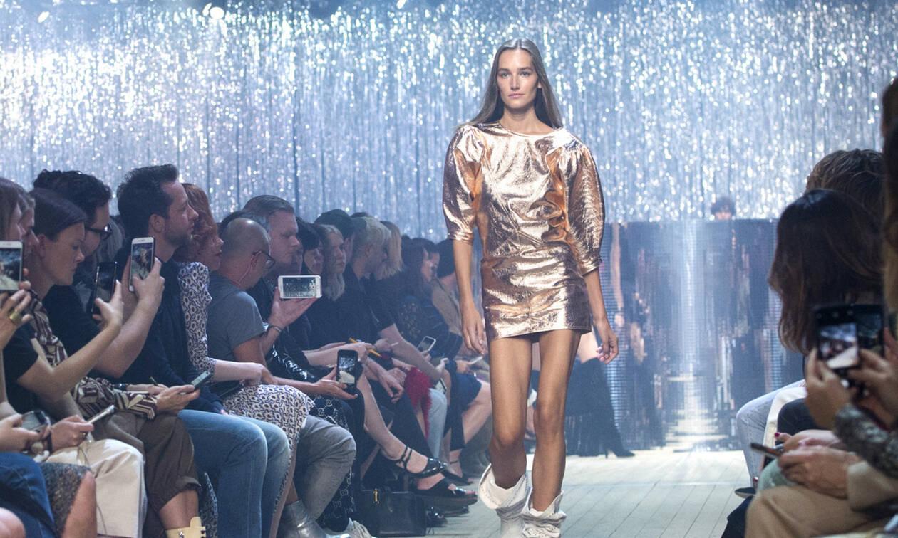 Shiny skirts: Οι μεταλιζέ φούστες που θα κάνουν λίγο πιο 80s το καλοκαίρι σου