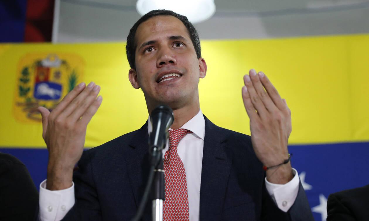 Υπουργείο Εξωτερικών: Η Ελλάδα αναγνωρίζει τον Γκουαϊδό ως μεταβατικό πρόεδρο της Βενεζουέλας