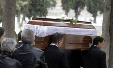Κρήτη: Χαμός σε κηδεία - Άνοιξαν το φέρετρο και «πάγωσαν»