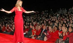 Supermodel ετών... 75 έλαμψε στην πασαρέλα του Valentino (pics)